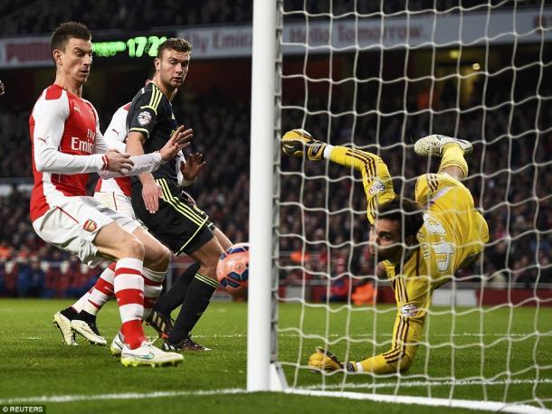 Mejías atajando un balón ante el Arsenal. Foto: Reuters
