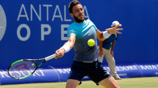 Dzumhur lines up a forehand in Antalya. Photo: ATP World Tour