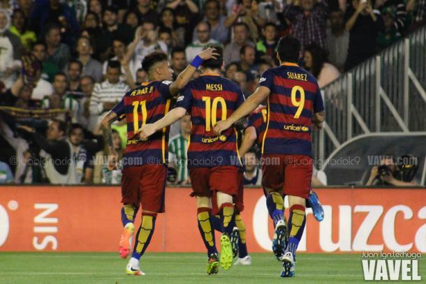 El tridente celebrando un gol contra el Betis. 2015/2016. Foto: VAVEL