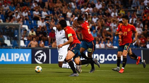 Fue una primera mitad intensa, pero con alguna que otra interrupción   Foto: UEFA.com