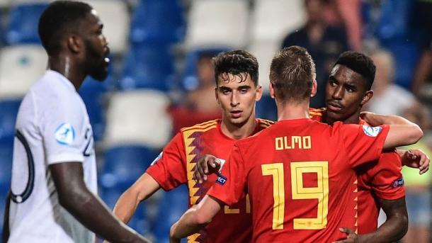 Los españoles celebrando la victoria frente a Francia en semifinales | Foto: UEFA.com