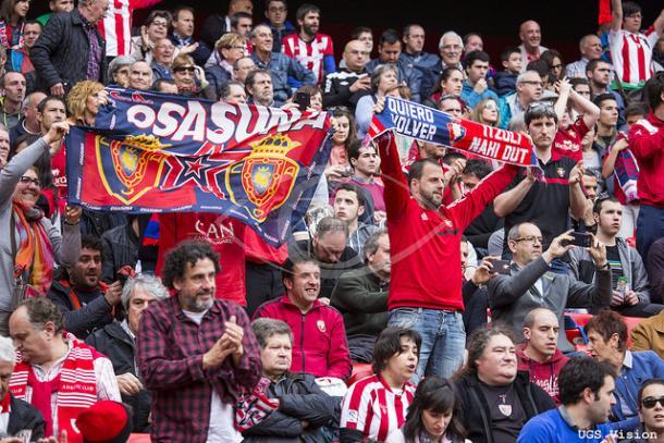 La afición de Osasuna en el encuentro que valió el descenso del filial. UGS Vision