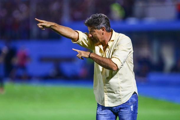 Treinador ficou na bronca com a arbitragem (Foto: Lucas Uebel / Grêmio FBPA)
