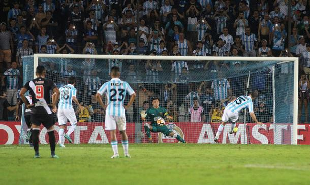 Martín defendeu dois pênaltis na semana passada (Foto: Carlos Gregório Jr/Vasco)