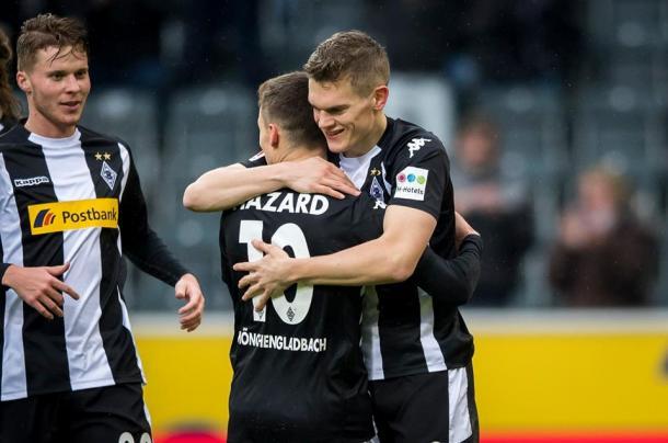 Matthias Ginter e Thorgan Hazard si sono oggi scambiati gli assist per i rispettivi gol nel successo sull'Augsburg. | Gladbach, Twitter.