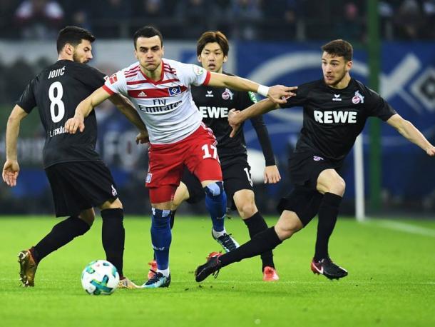 Filip Kostic in azione durante la sfida di oggi. | Hamburger SV, Twitter.