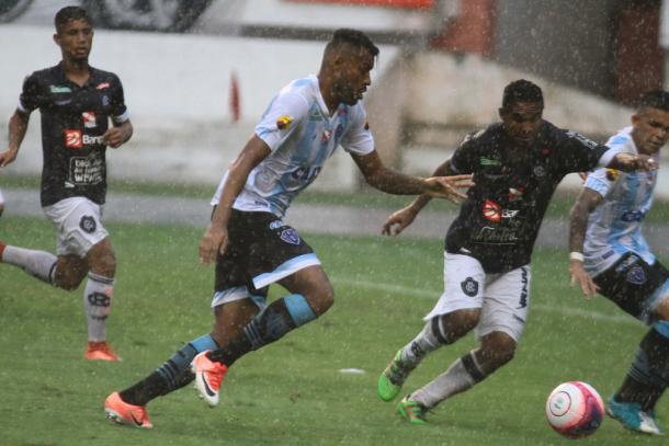 Papão persistiu durante a partida toda, mas não conseguiu furar bloqueio do Leão (Foto: Fernando Torres/Paysandu)