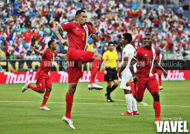 Blas Pérez (in the air) scored both of Panama's goals in their 2-1 win against Bolivia | Bernie Walls - VAVEL USA