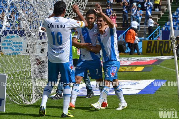 Alustiza festeja con Alfredo Moreno y Alberto Medina un gol ante Pachuca I Foto: Rodrigo Peña (VAVEL)