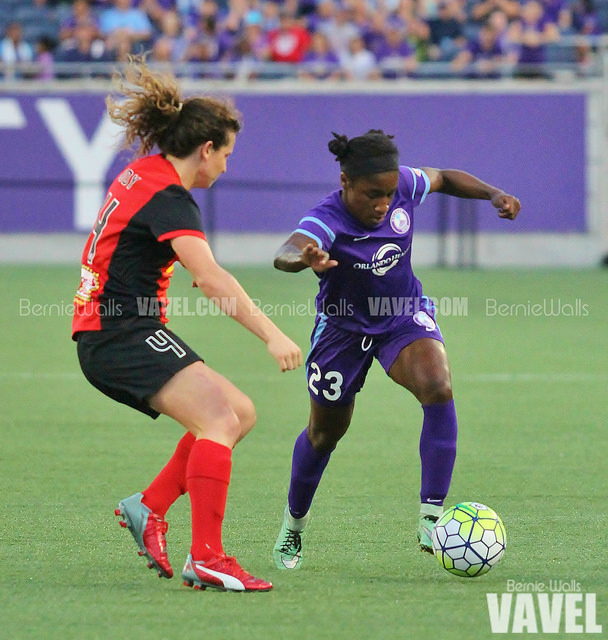 Jasmyne Spencer (right) against the Western New York Flash | Source: Bernie Walls - VAVEl USA