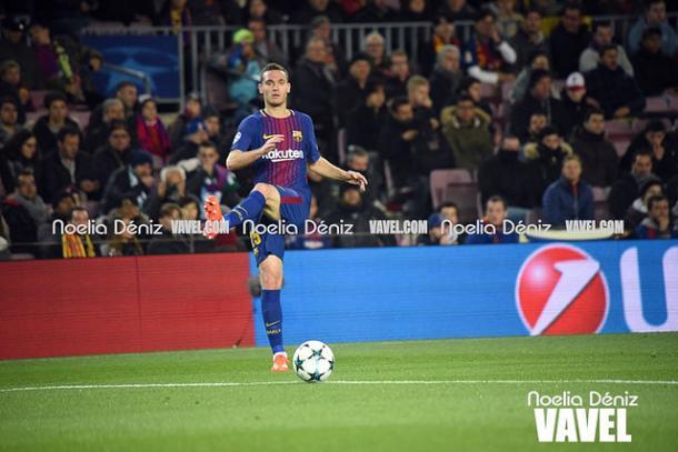 Thomas Veramelen jugando en el Camp Nou. Foto: Noelia Déniz,  VAVEL.com