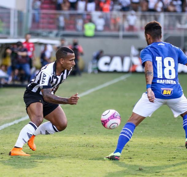 Otero começou jogando na esquerda, mas apareceu na direita várias vezes; ele foi o melhor em campo (Foto: Bruno Cantini/Atlético-MG)