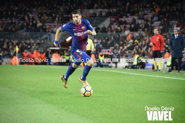 Luis Suárez conduce una jugada de peligro. Foto: Noelia Déniz, VAVEL.com