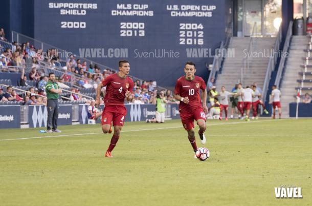 Diego Bejarano (4) and Jhasmani Campos (10) drive the ball up field in the game against the United States | Sven White - VAVEL USA