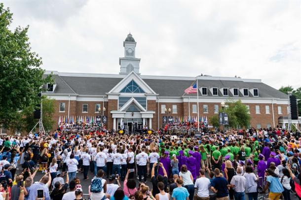 Inauguración de la escuela.   Foto: LeBron James Family Foundation