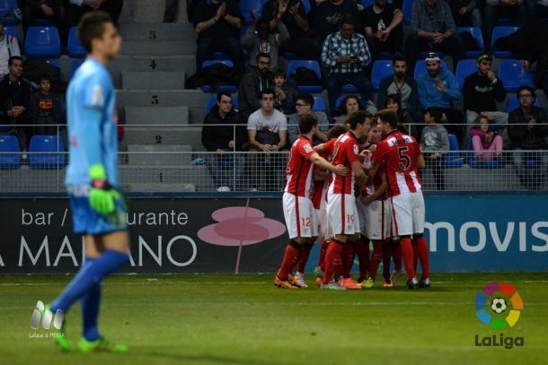El Bilbao Athletic celebra un gol ante el Huesca | Foto: LFP.
