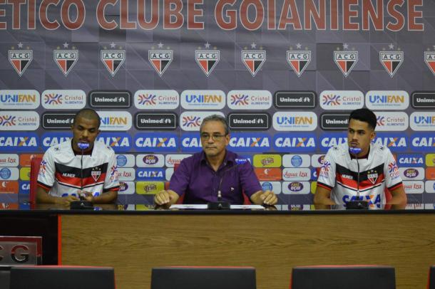 Apresentação do lateral-direito Alisson e do zagueiro Oliveira (Foto: Paulo Marcos/ACG)
