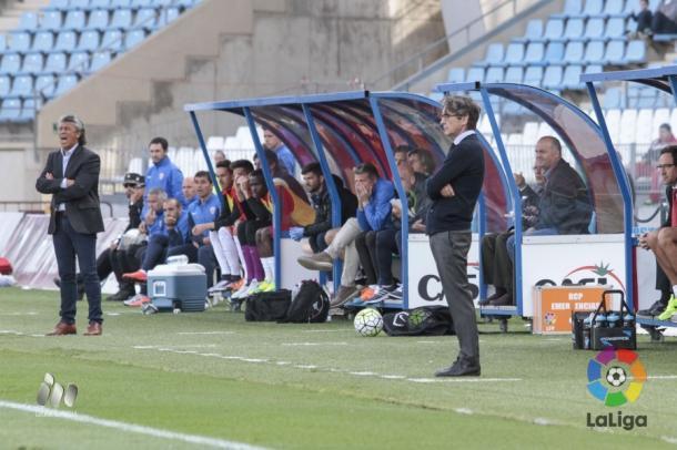 Fernando Vázquez dirigiendo un partido ante el Almería | Foto: LFP.