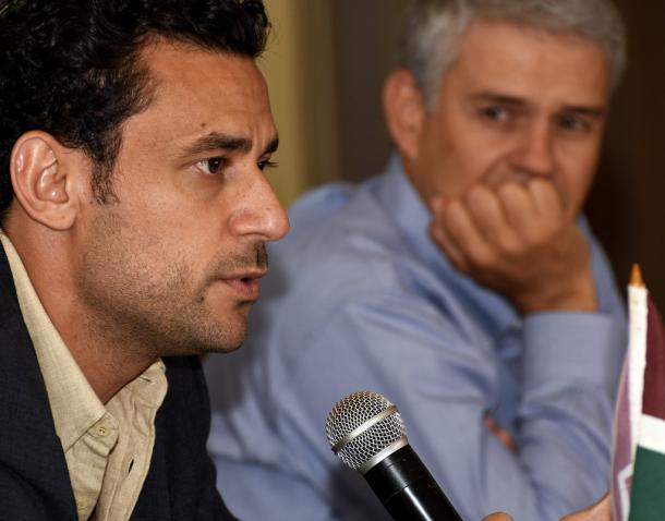 Fred fala sob olhares do presidente Peter Siemsen (Foto: Divulgação/Fluminense)