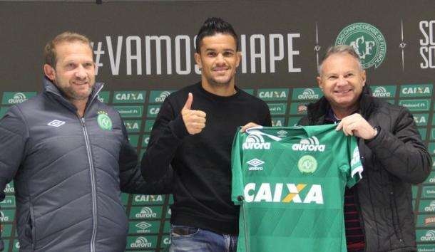 Rafael Bastos foi apresentado na Chapecoense na última segunda-feira (Foto: Cleberson Silva/Chapecoense