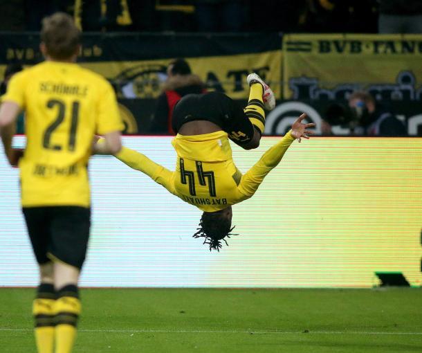 Batshuayi celebrando un gol ante su afición / Foto: Borussia Dortmund