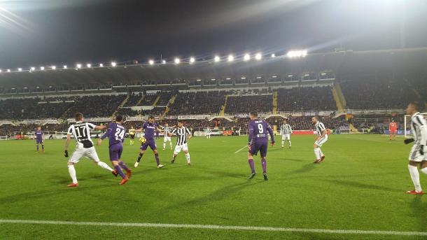 Disputa del balón entre ambos equipos / Foto: Fiorentina