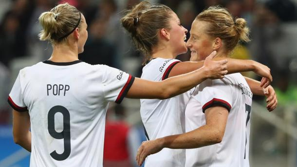 Germany celebrates one of Melanie Behringers goals. Source : Getty Images