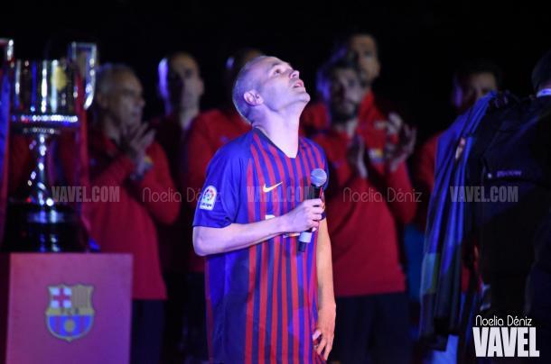 Iniesta en su discurso de despedida en el Camp Nou / Foto: Noelia Déniz, VAVEL.