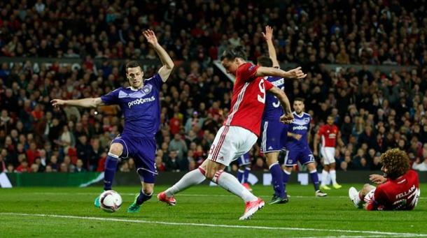 L'occasione da gol sprecata da Ibrahimovic | The Guardian