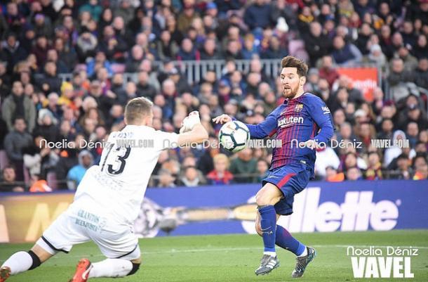 Guaita frente a Messi en un partido donde se lo paró todo I Foto: Noelia Déniz (VAVEL)