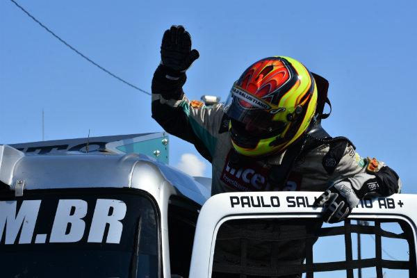 Festa de Paulo Salustiano pela sua segunda vitória na temporada da F Truck. (Luciana Flores)