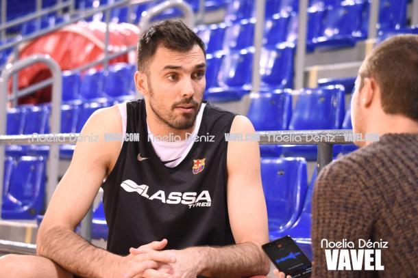 Siempre recordará a Juan Carlos Navarro como el mejor jugador de la historia del Barça. | Fotografía: Noelia Déniz (VAVEL.com)