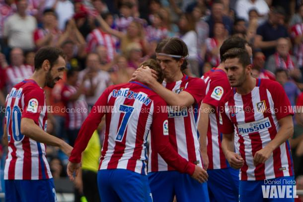 Griezmann celebra junto a sus compañeros su gol frente al Deportivo | Foto: Daniel Nieto - VAVEL.com