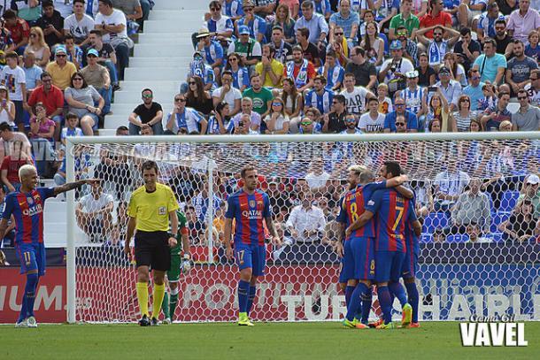 Los jugadores del Barcelona celebran uno de los tantos anotados en Butarque. Foto: Gema Gil (Vavel)