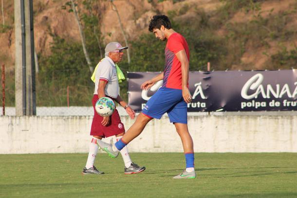 Igor pode substituir Rafael Pereira contra o Vasco (Foto: Léo Lemos/Náutico)