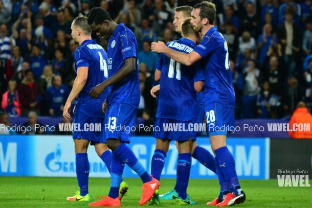 The Leicester team celebrate Albrighton's goal against Porto. Source - VAVEL's Rodrigo Pena.
