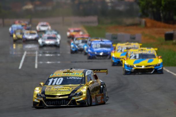 Felipe Lapenna ganhou 14 posições na primeira volta da Corrida Principal  (Vanderley Soares)