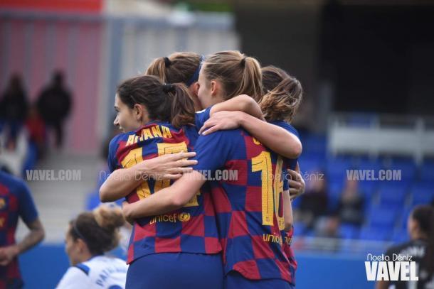 Las jugadoras del FC Barcelona celebrando el 2-1 de Graham Hansen   Foto: Noelia Déniz (VAVEL)