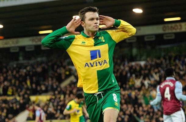 Jonny Howson celebrates scoring against Aston Villa | Credit: Joe Toth/BPI