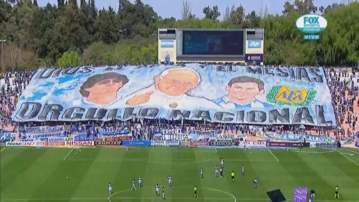 Homenaje de Godoy Cruz a Diego Maradona. Foto: Fox Sports.