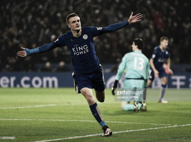 Vardy, o mortífero goleador do Leicester.