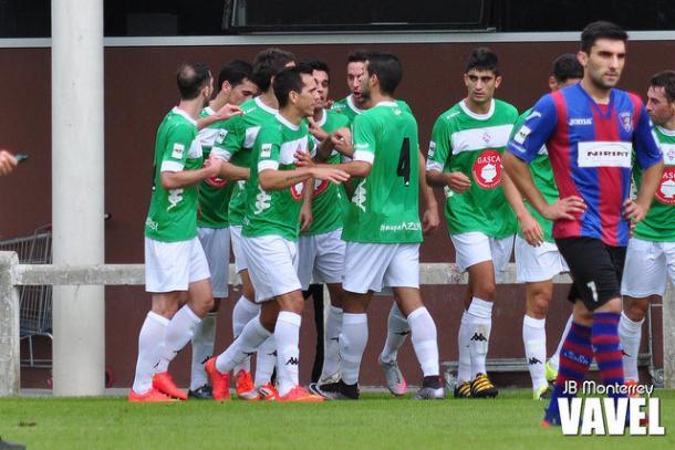Celebración de uno de los goles en Sarriena la semana pasada.
