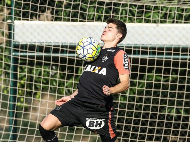 Leonan treina na Cidade do Galo (Foto: Bruno Cantini/Atlético-MG)