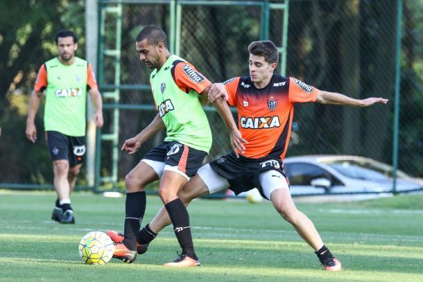 Leonan diz ter características mais ofensivas (Foto: Bruno Cantini/Atlético-MG)