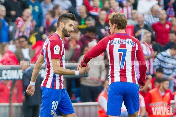Carrasco celebrando uno de sus goles junto a Antoine Griezmann | Foto: Daniel Nieto -  VAVEL.com