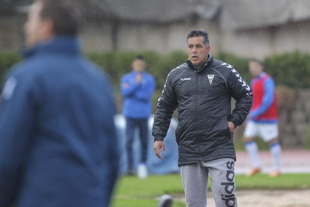 Óscar Mena sigue comprometido con los azulgranas | Foto: CF Gavà