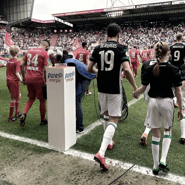 Ambos equipos saltaron el césped en un partido con muy poco en juego | Foto: Twitter Feyenoord