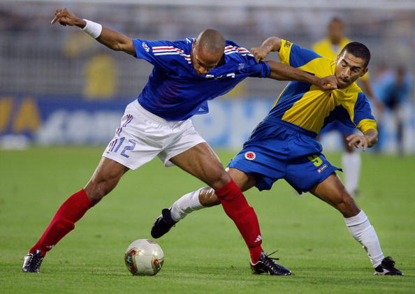 Thierry Henry (FRA) y Víctor Aristizabal (COL) | Foto: Goal.com