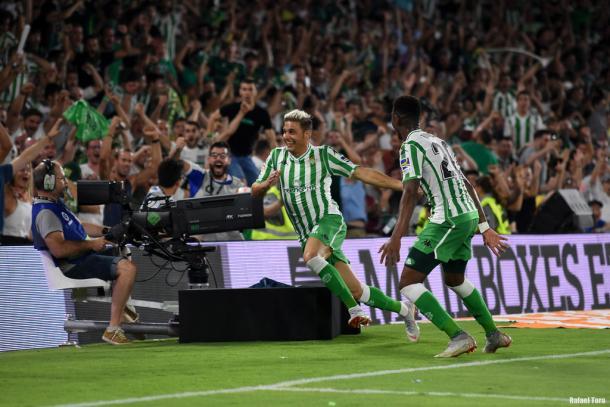 Joaquín celebrando su gol frente al Sevilla   Fotografía: Onda Bética