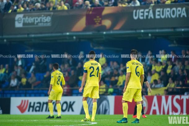 Los jugadores del Villarreal, en la derrota ante el Osmanlispor | Imagen: Silvestre Szpylma (VAVEL.com)